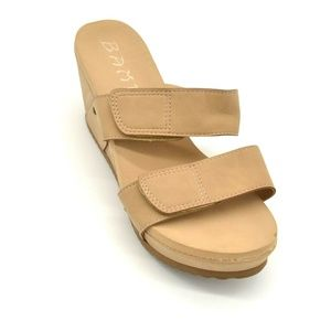 Bamboo Womans Wedge Sandal Beige New